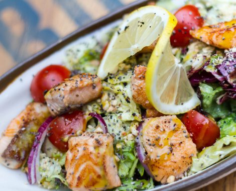 foodiesfeed.com_grilled-salmon-cubes-with-vegetables